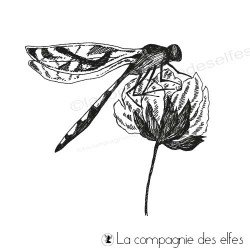 Tampon libellule posée sur une fleur