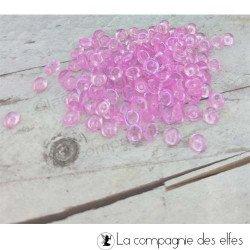 Perles d'eau transparentes roses