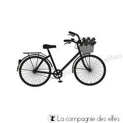Tampon le vélo à la campagne